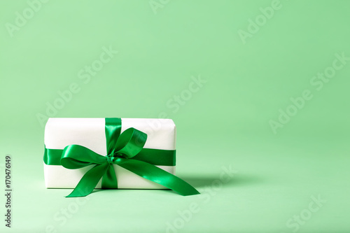 Papiers peints Kiev Handmade present box on a bright green background