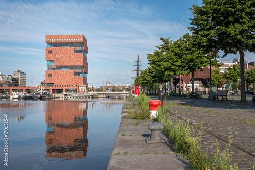 Papiers peints Antwerp Contextual view on the MAS museum reflected in a dock (Willemdok) in Antwerp, Belgium.