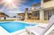 Leinwandbild Motiv Ferienhaus im Süden mit Pool