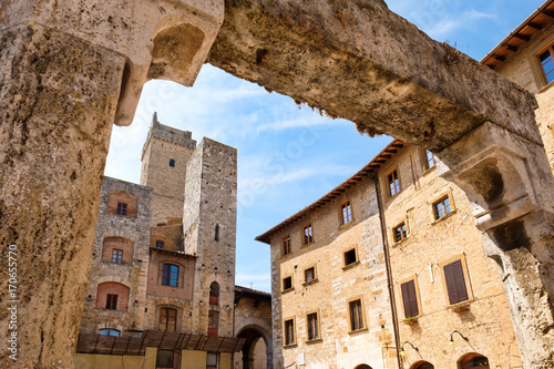 Papiers peints Toscane Medieval architecture at the town of San Gimignano in Italy