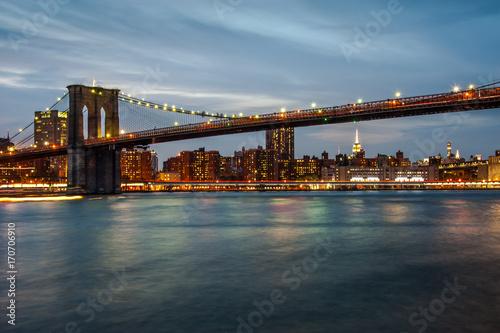 Foto op Canvas Brooklyn Bridge The iconic Brooklyn Bridge during sunset