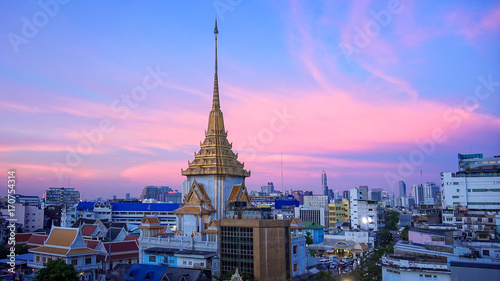Fotobehang Bangkok Sunset Skyline and China Gate in Chinatown - Bangkok, Thailand