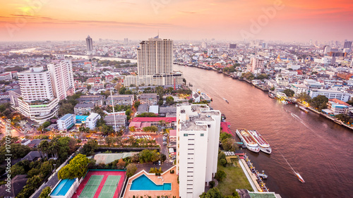 Staande foto Bangkok Bangkok Skyline and Chao Phraya River at Sunset in Thailand