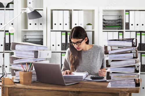 Zobacz obraz Businesswoman Calculating Bill