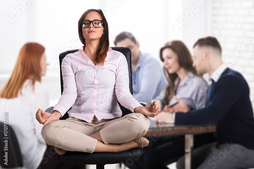Fotobehang School de yoga Businesswoman Meditating In Office