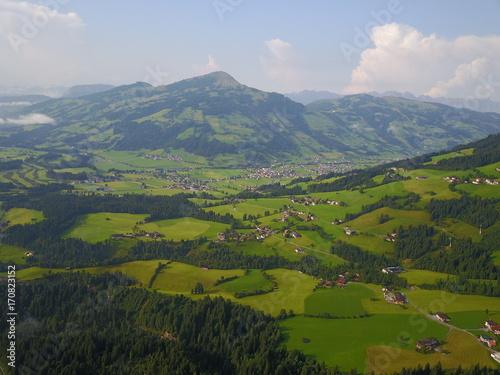 Foto op Plexiglas Blauwe hemel Alpen aus der Luft