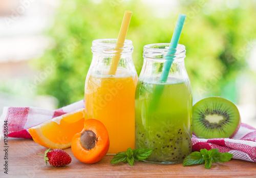 Fotobehang Sap Orange and kiwi juice