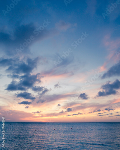 Fotobehang Zee zonsondergang Beautiful beach scene with sea and sunset sky