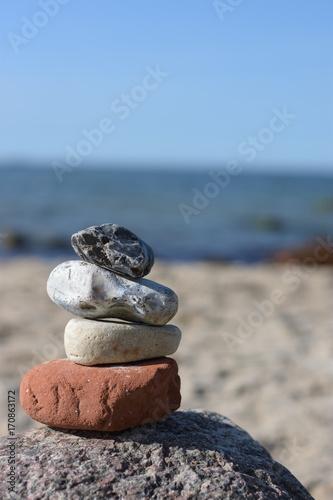 Foto op Aluminium Stenen in het Zand Steine am Strand