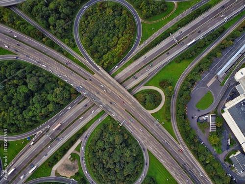 In de dag Spoorlijn Autobahn aus der Luft