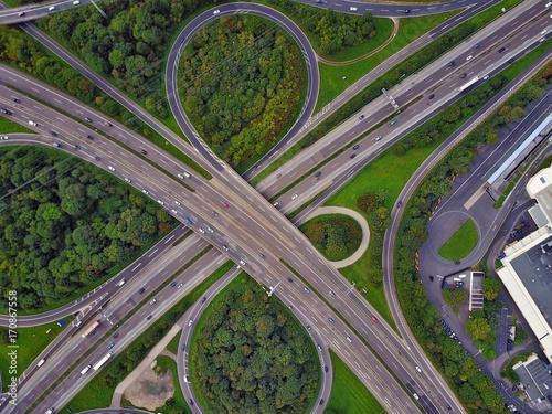 Papiers peints Voies ferrées Autobahn aus der Luft