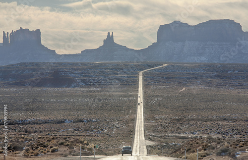 Fotobehang Arizona Forest Gump Point, one of the coolest scenes takes place close to Monument Valley in Utah near the Arizona border. It is the scene where Forrest finally stops after running everyday for a few years.