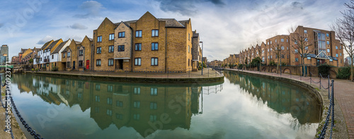 Fotobehang Londen London, England - Panoramic view of the Ornamental Canal at St Katharine's & Wapping