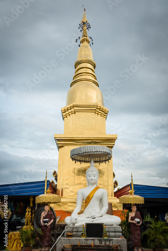 Fotobehang Thailand Golden temple with sky background in moring