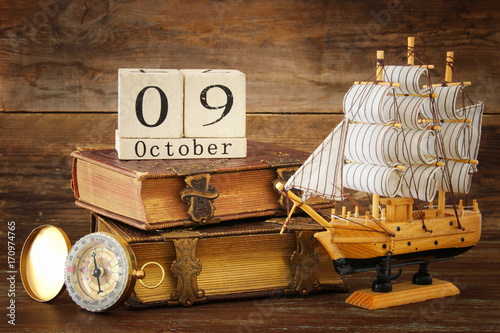 Spoed canvasdoek 2cm dik Schip Columbus day concept with old ship over wooden background