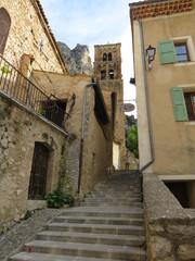 ruelle à Moustier sainte Marie © lolo26750