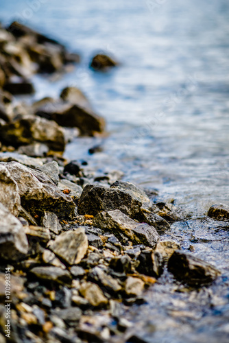 Foto op Plexiglas Blauwe hemel Beautiful landscape scenes at lake jocassee south carolina