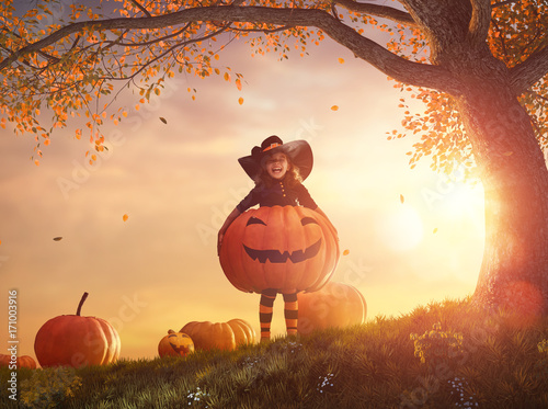 witch with a big pumpkin - 171003916