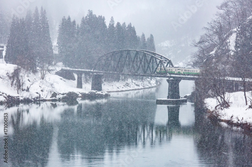 Aluminium Bergrivier Train in Winter landscape snow on bridge panorama