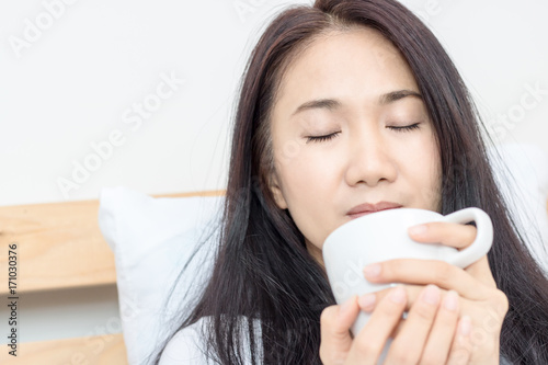 Papiers peints Cafe buatyful asian woman drink hot coffee in morning