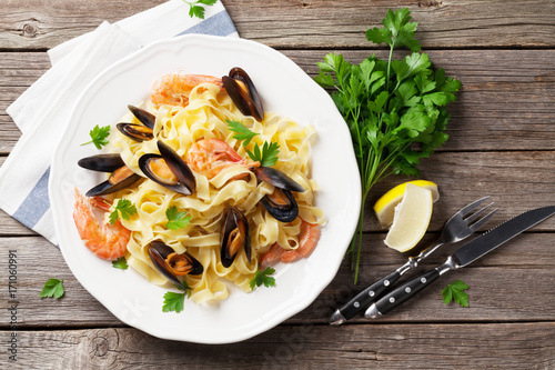 Pasta with seafood - 171060991