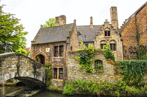 Fotobehang Brugge Beautiful Medieval House with Bridge over Canal