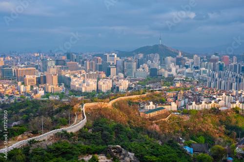 Fotobehang Seoel Seoul skyline on sunset, South Korea.