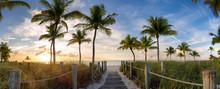 "Постер, картина, фотообои ""Panorama view of footbridge to the Smathers beach at sunrise - Key West, Florida."""