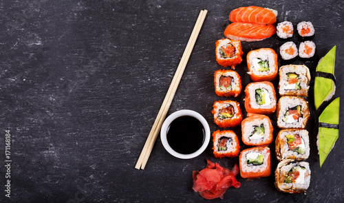 Papiers peints Sushi bar sushi rolls set and sashimi on dark background