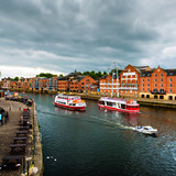 Embankment area of Ouse river in York, UK. - 171188357