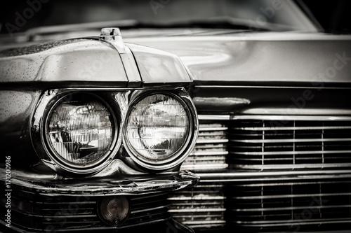 Zamyka w górę szczegółu wznawiający klasyczny Amerykański samochód.