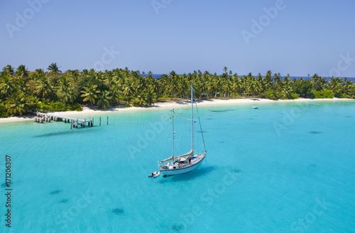 Leinwanddruck Bild sailing Vessel in the shallow waters of Cocos Keeling Atoll, Indian Ocean