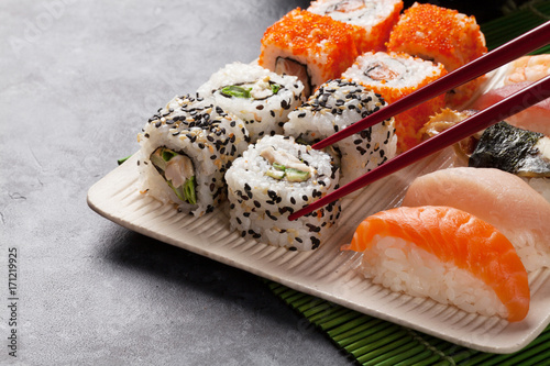 Papiers peints Sushi bar Sushi and maki set