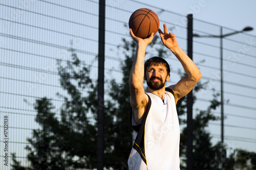 Aluminium Basketbal playing basketball player