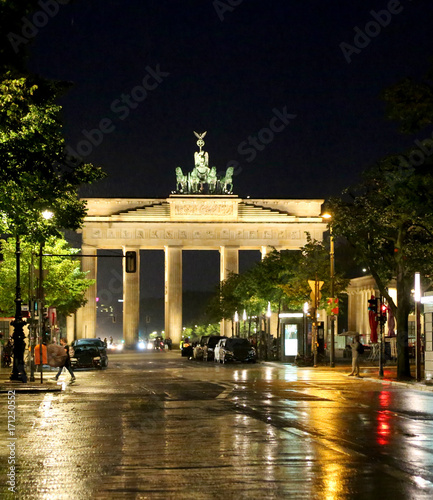 Aluminium Berlijn Berlin Germany Brandenburg Gate at night with reflections of lig