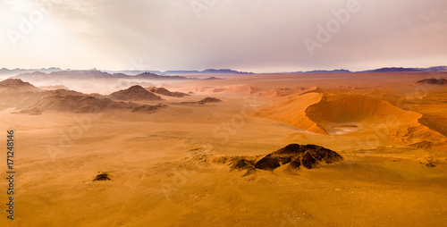 In de dag Oranje eclat desert dunes, Sossusvlei, Namibia