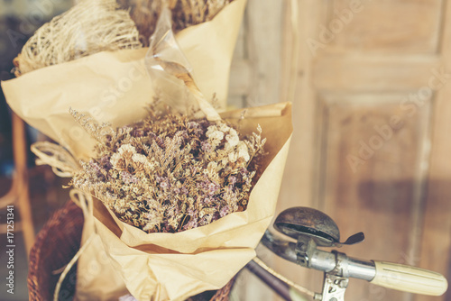 Foto op Plexiglas Fiets Bouquet of flowers on the old bicycle.