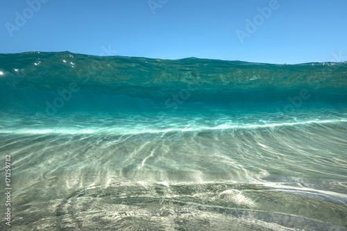 Fotobehang Tropical strand clear water wave 2