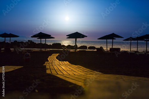 Papiers peints Mer coucher du soleil Wooden pavement on the beach at sunset time