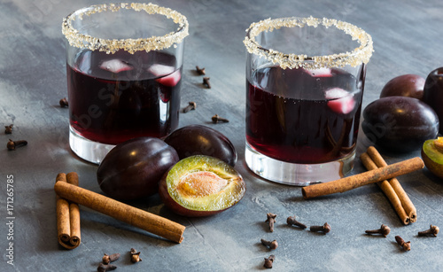 Staande foto Sap plum juice with ice, cinnamon and cloves. Excellent and warm for cold autumn evenings
