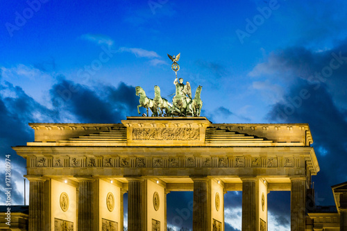 Aluminium Berlijn BERLIN, GERMANY- December 24, 2016: Brandenburg Gate (Brandenburger Tor) famous landmark in Berlin, Germany,rebuilt in the late 18th century as a neoclassical triumphal arch in Berlin