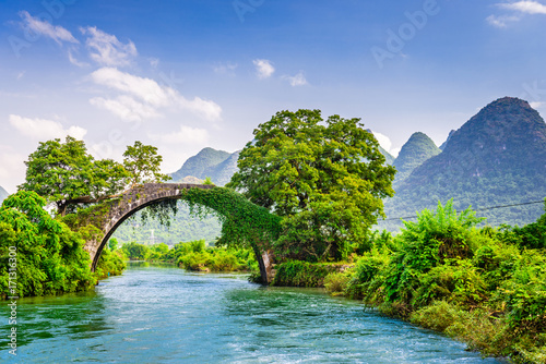 Staande foto Guilin Yangshuo, China at the Dragon Bridge spanning the Li River.