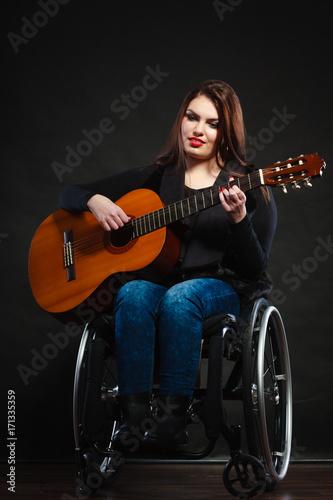 Póster Handicapped girl holding guitar.