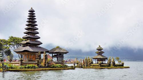 In de dag Bali Pura Ulun Danu Beratan water temple on Bali, Indonesia