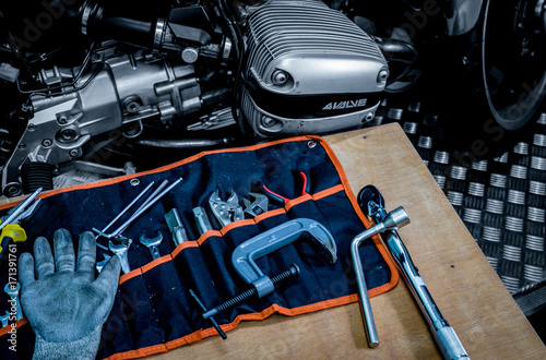 CHONBURI, THAILAND- SEPTEMBER 10, 2017 :Tool set on the table with black and whi плакат