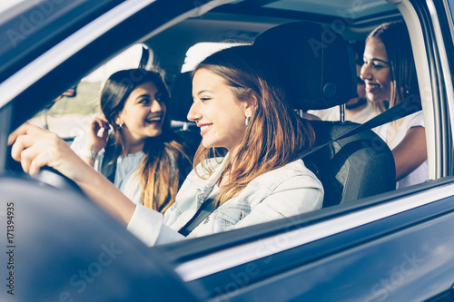 Wall mural Friends on vacations by car