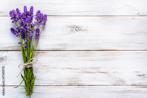 Fresh flowers of lavender bouquet, top view on white wooden background - 171409751