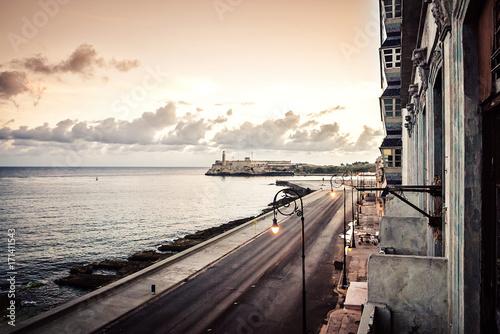 Foto op Canvas Havana Cuba, Havana, embankment Malecon, fascinating cloudscape, skyline, dawn