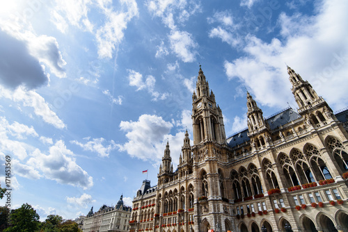 Foto op Canvas Wenen Austria, Vienna City Hall building. The Old Town is a UNESCO World Heritage Site.