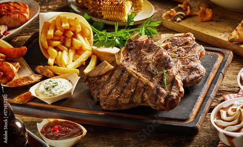 Grilled meat with side dishes - 171457510